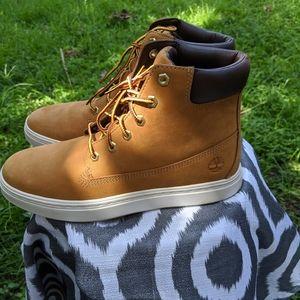 NWB Women Timberland Boots
